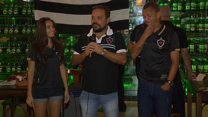 Hanne Bakke, Giovani Martineli e Warley no lançamento das comemorações de 85 anos do Botafogo-PB (Foto: Reprodução / TV Cabo Branco)