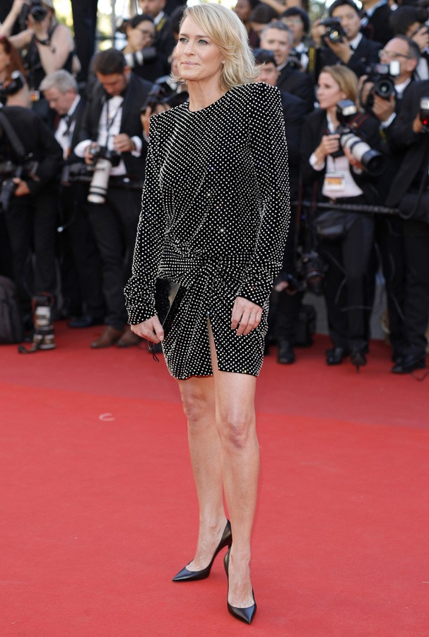 "CANNES, FRANCE - MAY 17:  Robin Wright attends the ""Ismael's Ghosts (Les Fantomes d'Ismael)"" screening and Opening Gala during the 70th annual Cannes Film Festival at Palais des Festivals on May 17, 2017 in Cannes, France.  (Photo by Andreas Rentz/Getty I (Foto: Getty Images)"