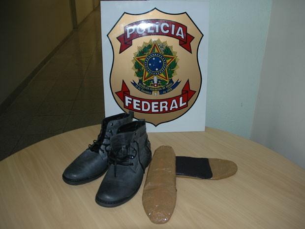Droga escondida em sapatos iria para Paris, nesta terça (14) (Foto: Divulgação / Polícia Federal)