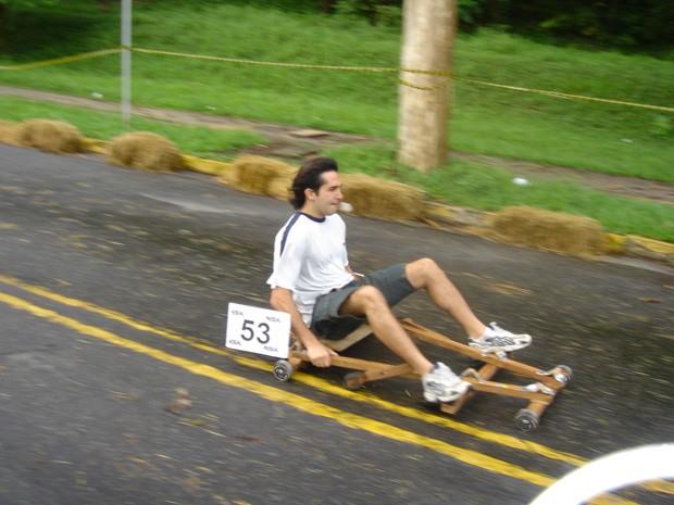 Na Poli, Elison participava de competições de carrinho de rolimã: para ele, ter atividades de lazer também é importante para vida acadêmica (Foto: Arquivo Pessoal/Elison Matioli)