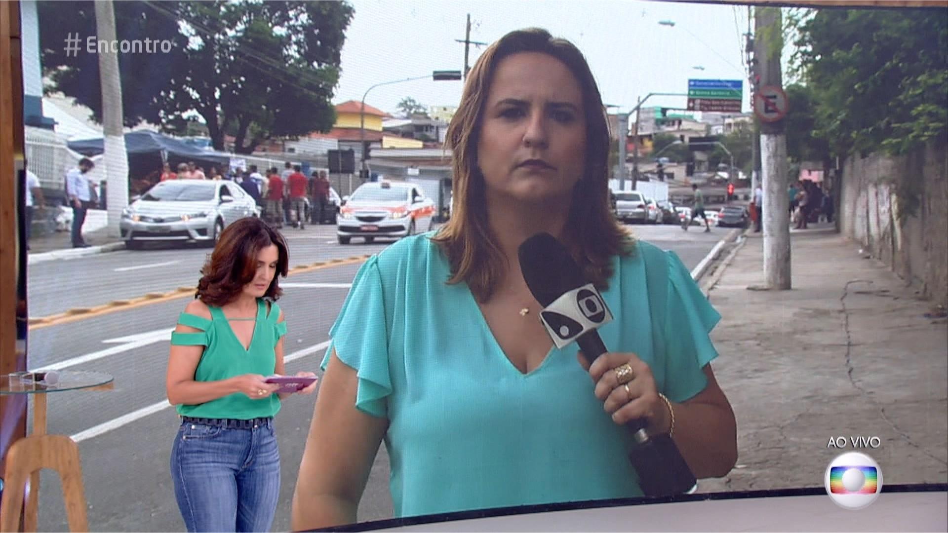 Repórter Gabriela Ribeti conversou ao vivo com Fátima Bernardes (Foto: TV Gazeta Divulgação)