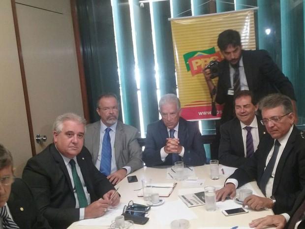 Líderes de partidos da oposição e políticos dissidentes da base se reúnem para criar comitê pró-impeachment (Foto: Fernanda Calgaro/ G1)