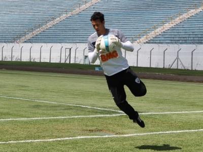 Danilo, goleiro do Londrina, durante treino (Foto: Divulgação/Londrina)