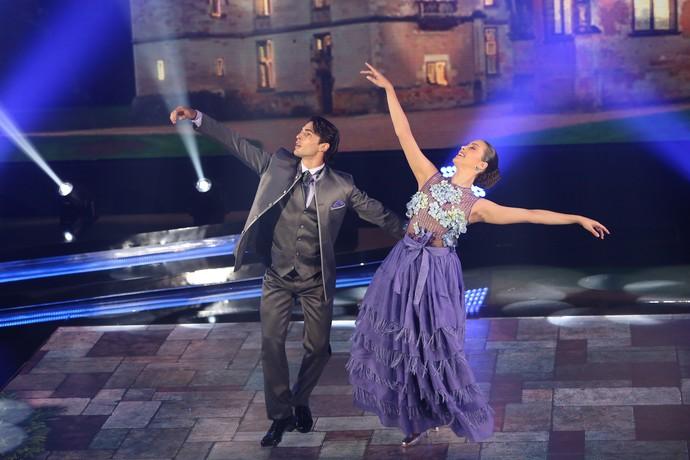 Brenno Leona dança valsa com Rachel Drodowsky (Foto: Carol Caminha/Gshow)
