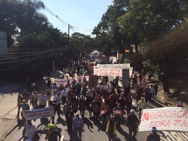 Grupo partiu da USP até o Palácio dos Bandeirantes, sede do governo do estado. (Foto: Will Soares)