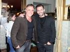 Oscar Magrini comemora 54 anos com amigos famosos