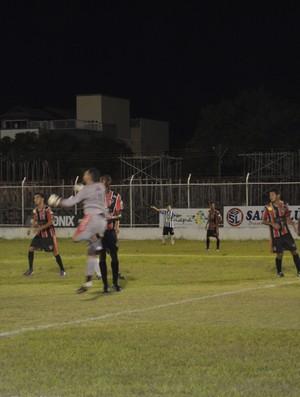 Santos vence o São Paulo e empurra o tricolor para a lanterna do 'Amapazão' (Foto: Jonhwene Silva/GE-AP)