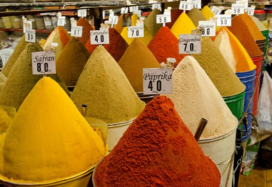 Temperos do mercado de Marrakech (Foto: © Haroldo Castro/Época)