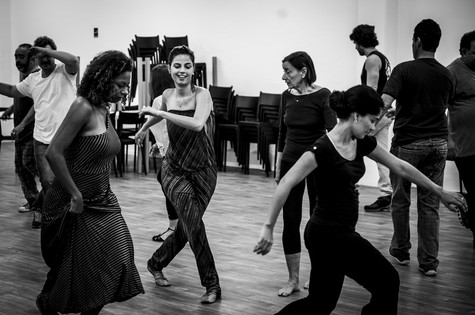 Emanuelle Araújo dança com Edvana Carvalho (esquerda) e Patrícia França na preparação para 'Malhação' (Foto: João Cotta/ TV Globo)