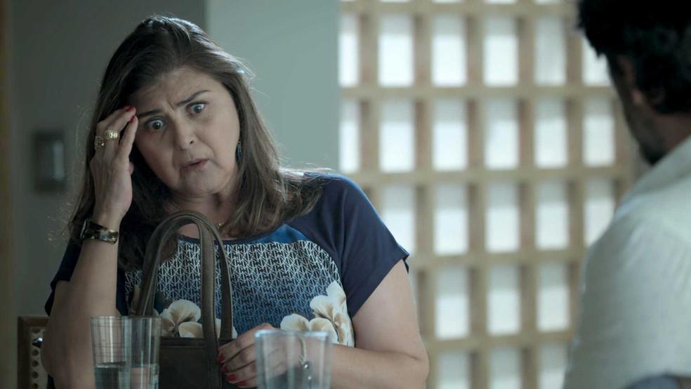 Até Aurora fica chocada com a atitude de Caio (Foto: TV Globo)