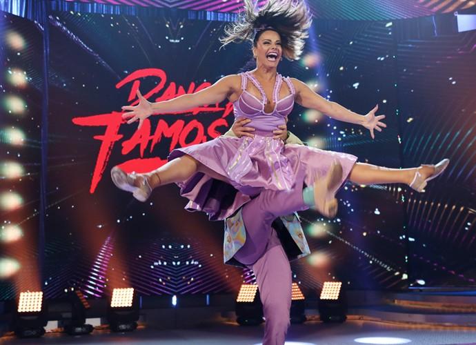 Viviane Araújo se apresenta no domingão (Foto: Carol Caminha/Gshow)