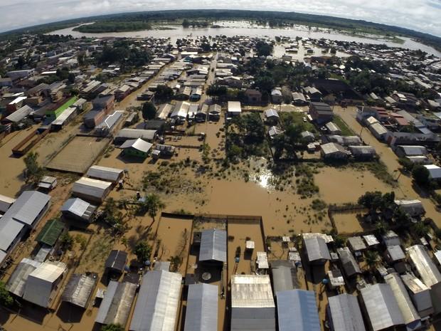 Enchente já desabrigou 39 famílias em Tarauacá (Foto: Pedro Devani/ Asscom Governo do Acre)