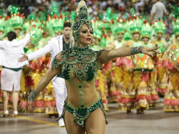 Viviane Araújo desfila como rainha de bateria da Mancha Verde (Foto: Tiago Mazza/Framephoto/Estadão Conteúdo)