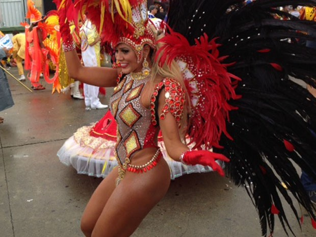 Fabiana depois do desfile (Foto: Márcio Pinho/G1)