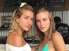 Gabriela Pugliesi e Marcela Fetter posam de biquíni e fazem carão