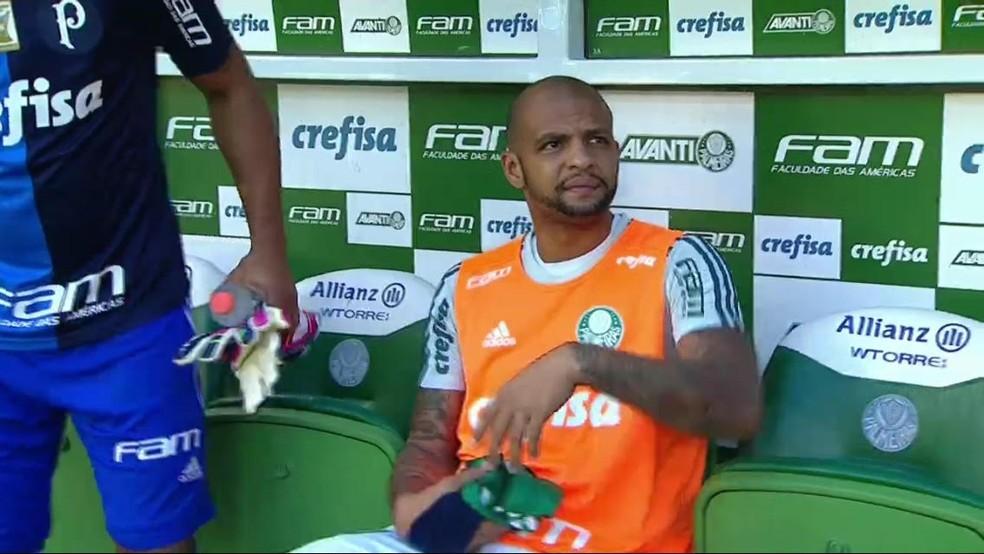 Felipe Melo ficou no banco contra o Atlético-MG (Foto: Reprodução)
