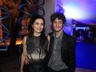 Letícia Sabatella acompanha o marido em festa e diz: 'Estou aqui de penetra'