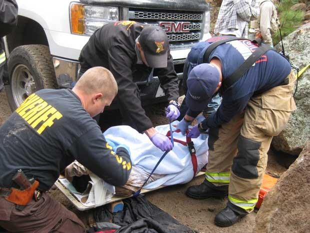 Rapaz foi socorrido e levado para um hospital da região com ferimentos na perna (Foto: Coconino County Sheriff/ AP)