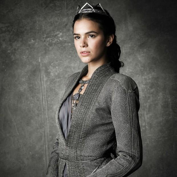 Bruna Marquezine como Catarina, a vilã da novela Deus Salve o Rei (Foto: reprodução )