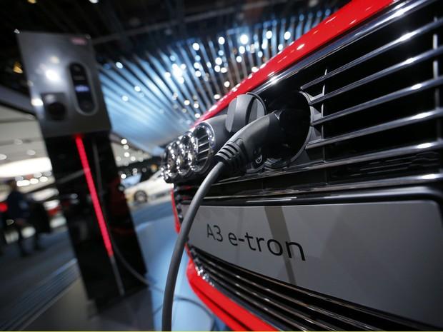 Audi mostra A3 recarregável na tomada no Salão de Detroit (Foto: REUTERS/Mark Blinch)