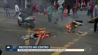 Protesto de comerciantes da feirinha da madrugada interdita avenida do Estado