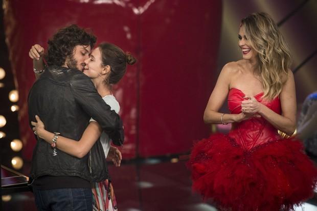 Chay Suede e Laura Neiva com Fernanda Lima (Foto: Mauricio Fidalgo/TV Globo)