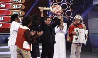 Anunciato Rodrigues imita Leonardo e ganha um carro zero km! (Inácio Moraes / TV Globo)