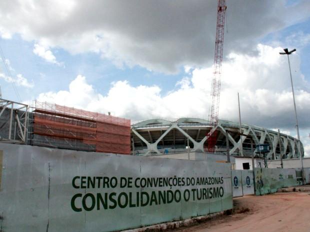 Morte aconteceu em área de obras do Centro de Convenções  (Foto: Romulo de Sousa/G1 AM)