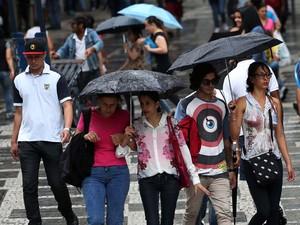 Cidade de São Paulo volta a entrar em estado de atenção para alagamentos por causa da chuva (Foto: Renato S. Cerqueira/Futura Press/Estadão Conteúdo)