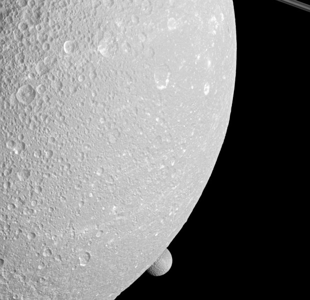 Saturno Mimas e Dione (Foto: Nasa/JPL-Caltech/Space Science Institute)