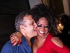 Adriana Bombom comemora aniversário com namorado