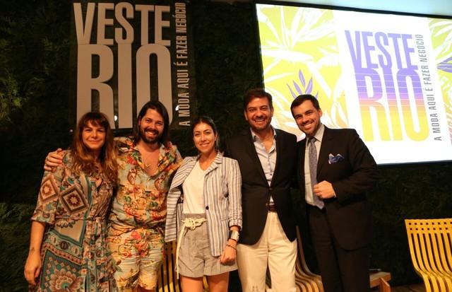 Da esquerda para a direita: Adriana Barra, Thomaz Azulay, Carol Bassi, Bruno Astuto e Sandro Barros (Foto: Reginaldo Teixeira)