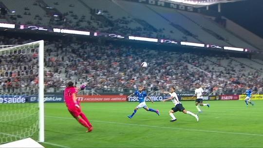 """Único a bater Corinthians na Arena em 2017 explica estratégia: """"Preencher o meio"""""""