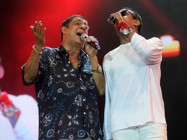 Após shows individuais, Jorge Ben Jor e Zeca Pagodinho cantaram juntos no palco principal de Copacabana (Foto: Alexandre Durão / G1)