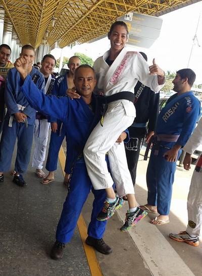 Pai e treinador, Manoel João, comemora o título mundial da filha, Ariadne Oliveira (Foto: Arquivo pessoal)