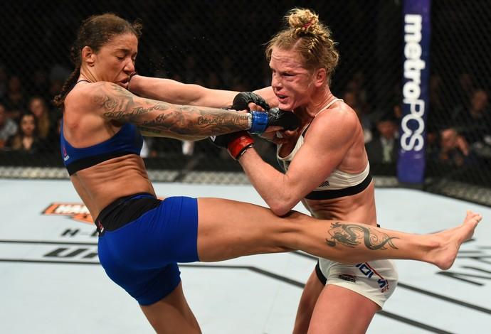 Germaine de Randamie e Holly Holm UFC 208 (Foto: Getty Images)