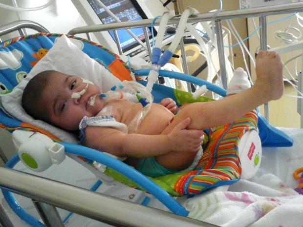 Isabelly Vitória poderá voltar para casa após o implante do marca-passo diafragmático (Foto: Arquivo pessoal/ Wagner Mello)