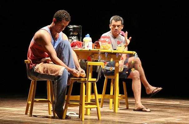 Alexandre Lino e Leo Campos em cena do espetáculo (Foto: Divulgação)