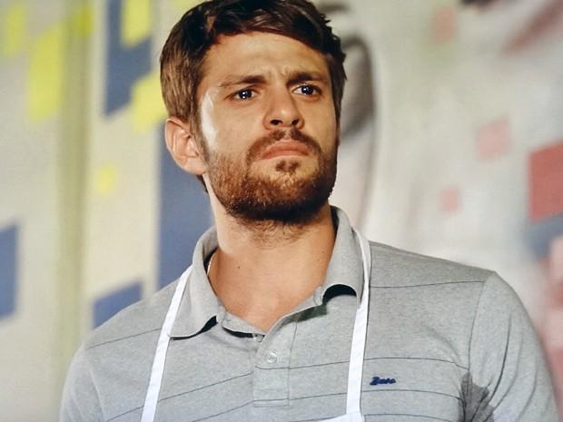 César fica arrasado após escutar ofensas da ex (Foto: TV Globo)