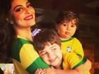 Juliana Paes torce em família pela seleção: 'Pra cima deles Brasil'.