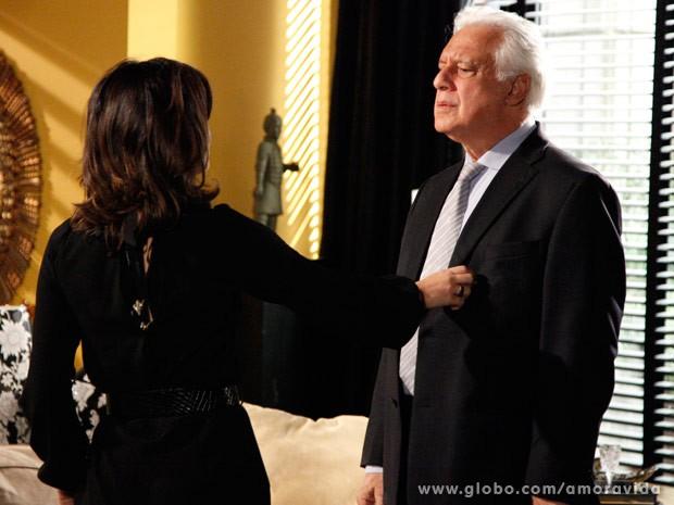 Aline paparica e enrola César (Foto: Ellen Soares/Site Amor à Vida)