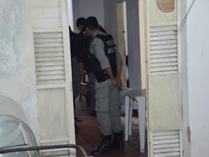 Vítimas foram mortas dentro de pousada, no bairro do Varadouro (Foto: Walter Paparazzo/G1)