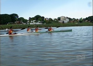 Atletas de Porto Nacional treinam para representar o TO ca Copa do Brasil de Canoagem Oceânica (Foto: Reprodução/TV Anhanguera)