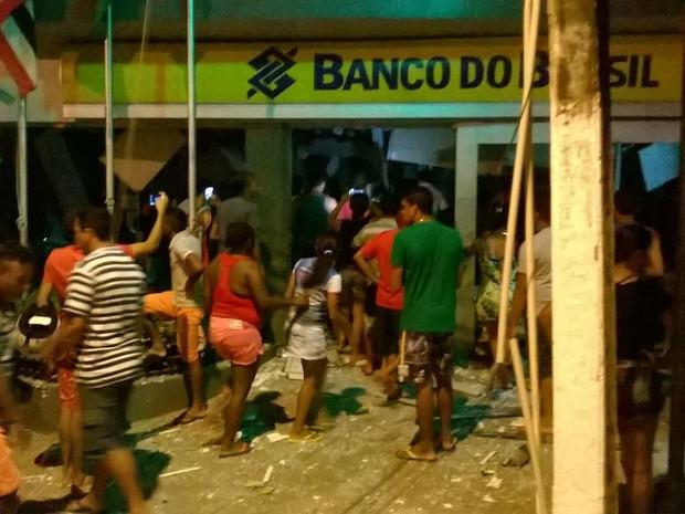 Grupo fortemente armado destruiu agência do Banco do Brasil em Colinas (Foto: Divulgação/Polícia )
