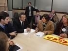 Governo do RS recebe professores, e grupo protesta em frente a secretaria