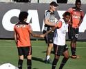 Maicosuel treina normalmente e vira opção para jogo contra o Internacional