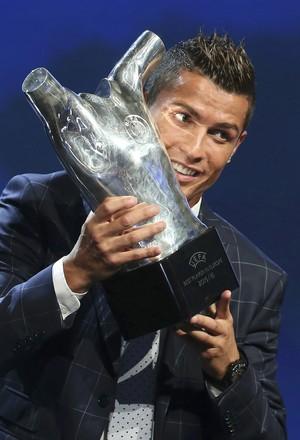 Cristiane Ronaldo prêmio melhor da Europa Uefa 2016 (Foto: Reuters)