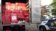 Caminhão é apreendido com cigarros contrabandeados  (Polícia Rodoviária/Divulgação)