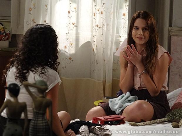 Anita conta para Júlia que vai falar de seus sentimentos com Ben (Foto: Malhação / TV Globo)
