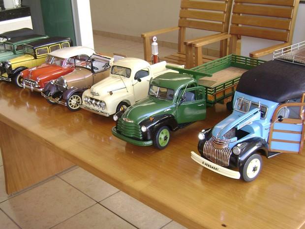 9e425c24493 José Raimundo de Morais artesão de miniaturas de carros em Divinópolis MG 4  (Foto
